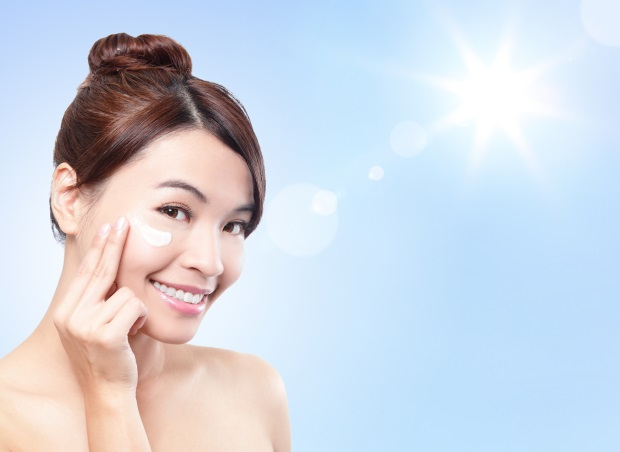 顔の印象を大きく左右する!まゆ毛のカット方法と顔の黄金バランス
